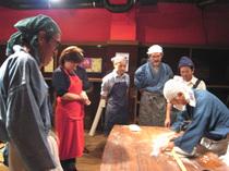 神戸・北野の「クラブ・タリスマン」で開かれるパーティ