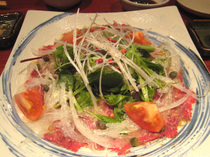糸桜・和牛とんびのカルパッチョサラダ