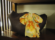スカーフがポイントのバッグ(exprimer・エクスプリメ)