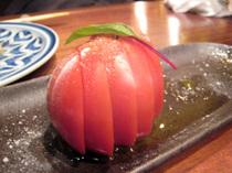 トマト一つだって美しく切られてこそ、ここに登場