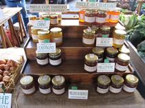 サンタンブロージョ市場でハチミツを。栗、アカシア、桜・・・と、いろいろあります