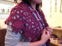 手編み風の赤いストール