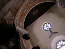 モザイクに見える、手描きの装飾(Santa Cruz Basilica)