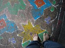 石の床を裸足で(ミーナクシー寺院)