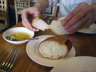 パンにつけるのはエシャロット&オイル