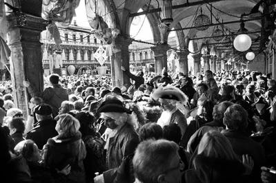 カーニバルの時期のヴェネツィアは超満員