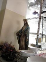 入口付近にはマリア像