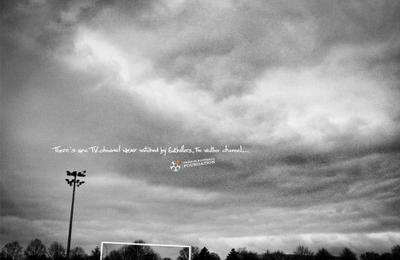 フレンチ・フットボール・ファンデーションの芸術的な写真広告