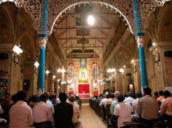 Santa Cruz Basilica(サンタクルーズ・バシリカ)の礼拝