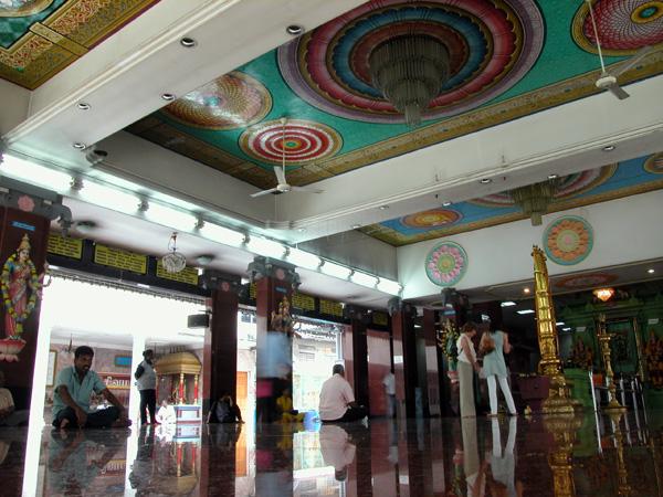 ドラヴィダ様式の寺院、Sri Mahamariamman Temple(スリ・マハマリアマン寺院)