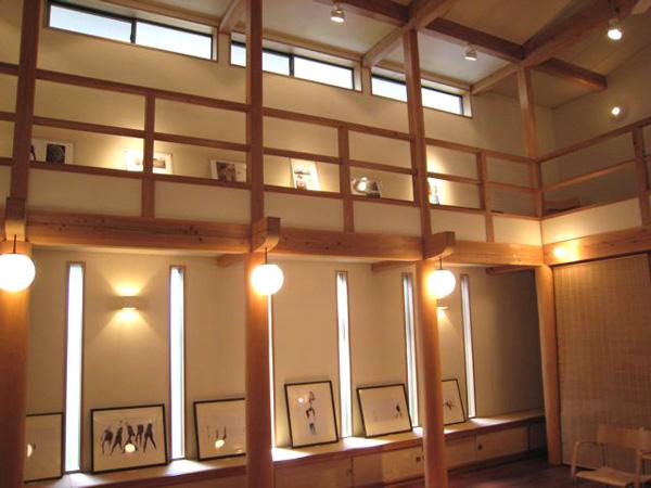 岡本にあるOAG(オーアーゲー)神戸センターにて「モルテザ・アリアナ作品展」開催中です
